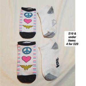 2 pairs of socks bundle lot DC comics Wonder Woman
